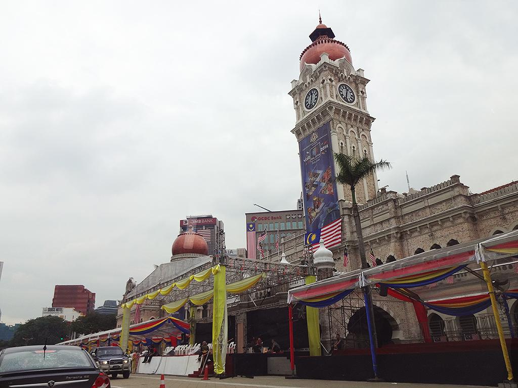 もうすぐ独立記念日!ムルデカ広場は式典準備中。